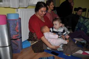 Werner Kati, dúla kezében egy igazi baba